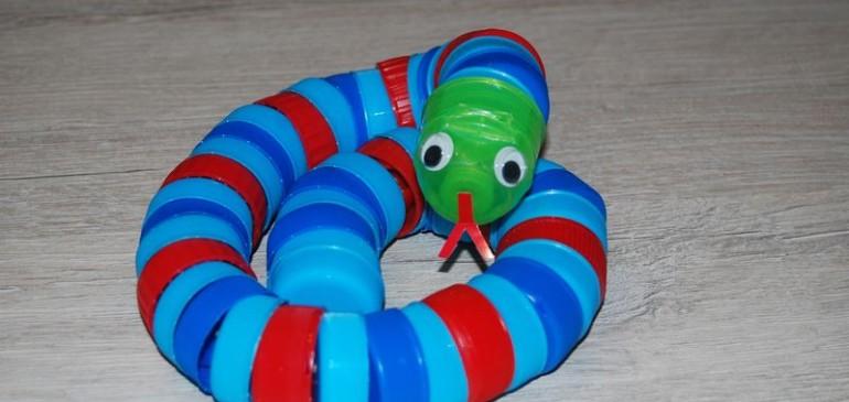 Wąż z nakrętek