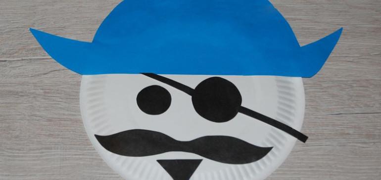 Pirat z papierowego talerzyka